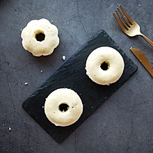甜甜圈葡萄干蒸蛋糕