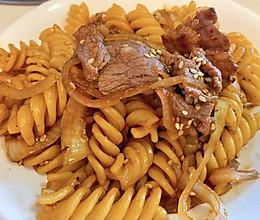 板烧牛肉片炒意面#以美食的名义说爱她#的做法