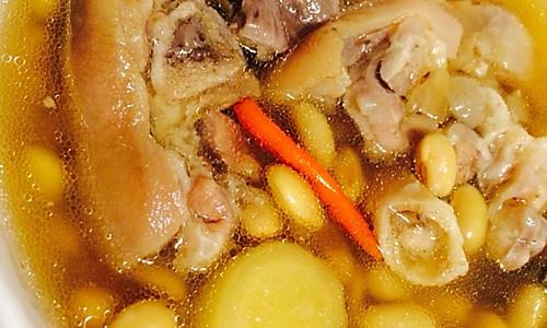 美容养颜靓汤--黄豆猪脚汤的做法