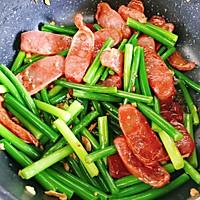 蒜苔炒腊肠#太太乐鲜鸡汁玩转健康快手菜#的做法图解9