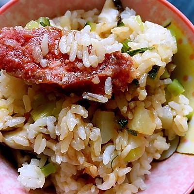 电饭锅腊肠菌菇土豆煲仔饭
