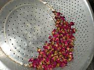 自制玫瑰酱的做法图解1