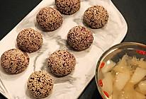 做好5分钟瞬间被吃光的芝麻奶酪紫薯球的做法