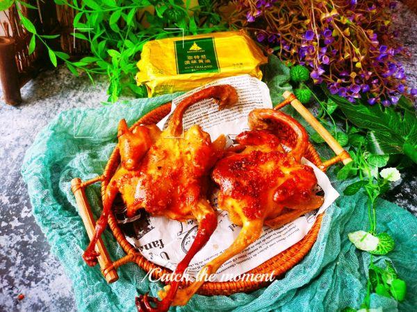蒜香黄油烤乳鸽的做法