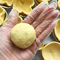 懒人自有妙计:红豆沙蛋黄酥 &紫薯肉松蛋黄酥(蛋挞皮版)的做法图解10