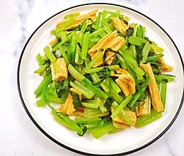 #餐桌上的春日限定#西芹炒腐竹,营养又低脂的做法