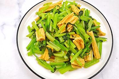 西芹炒腐竹,营养又低脂