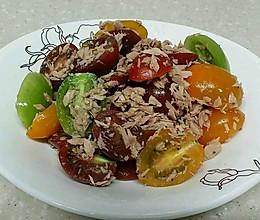 金枪鱼罐头拌柿子的做法