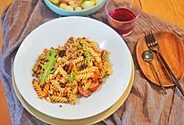 意大利面|酸酸辣辣番茄肉酱意面,酸豆角、干辣椒和意面的完美融