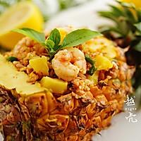 剩饭不用倒,巧手做夏日海鲜菠萝炒饭的做法图解11