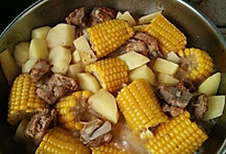 排骨炖玉米土豆的做法