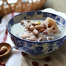 冬天必喝的女人汤--花生莲藕煲龙骨汤
