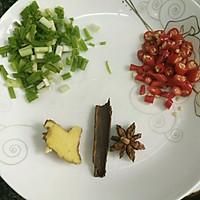 五花肉烧土豆的做法图解1