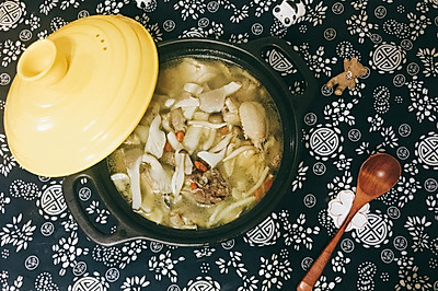 菌菇枸杞鸡汤
