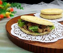烧饼夹烤肉#利仁电饼铛,烙烤不翻锅#的做法