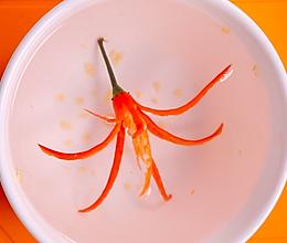 便当、摆盘装饰凹造型之辣椒花的做法
