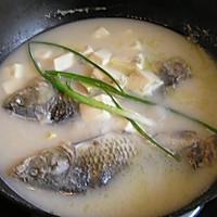 奶白色的鲫鱼豆腐汤的做法图解7