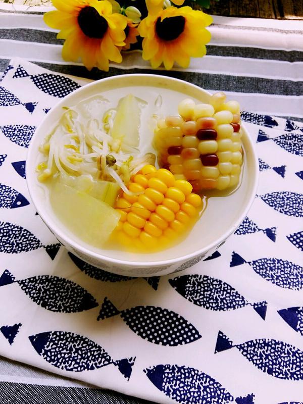 【美容瘦身汤】冬瓜豆芽玉米汤的做法