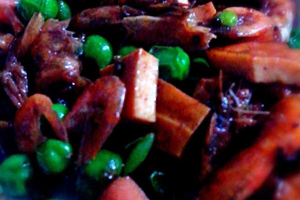 自创干虾豌豆下饭菜的做法