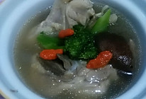 西兰花香菇鸡腿汤的做法