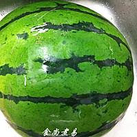 夏日饮品---鲜榨西瓜汁(附带怎样挑选西瓜秘籍)的做法图解1