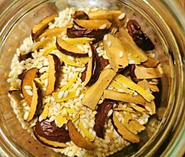 刮油祛湿炒米姜丝大枣茶的做法
