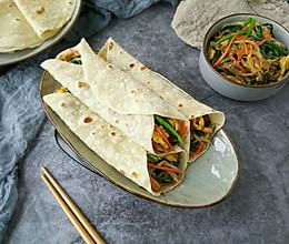 #春季食材大比拼#春饼卷合菜-品尝春韭菜的鲜的做法