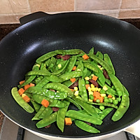 腊肠炒荷兰豆的做法图解5