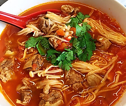 番茄牛腩金针菇汤的做法