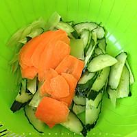 黄瓜炒肉片的做法图解2