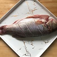 #花10分钟,做一道菜!#潮州咸酸菜香菇滚海鲈的做法图解1