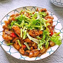 家庭版香菇滑鸡,肉香十足,香菇滑嫩,香辣过瘾,做法简单快手