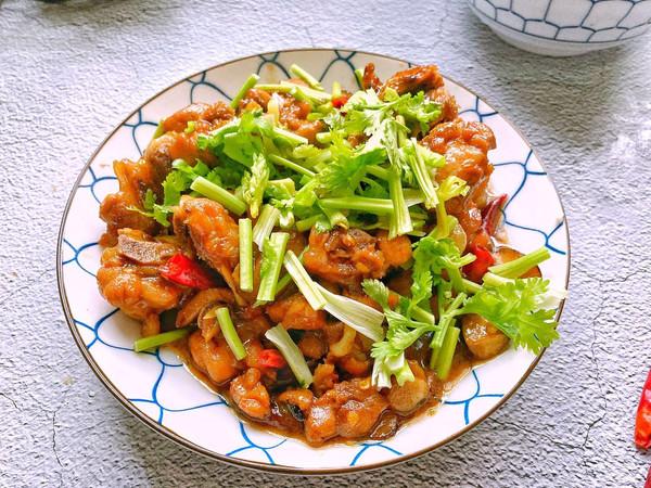 家庭版香菇滑鸡,肉香十足,香菇滑嫩,香辣过瘾,做法简单快手的做法