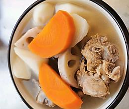 胡萝卜山药莲藕排骨汤的做法