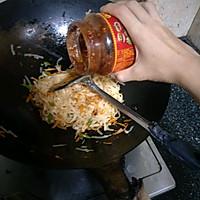 胡萝卜炒面的做法图解6