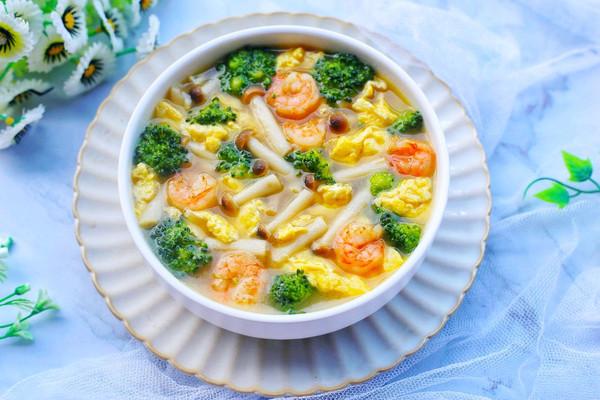 西兰花虾仁菌菇汤的做法