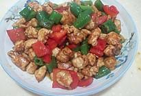 青红椒炒鸡丁的做法