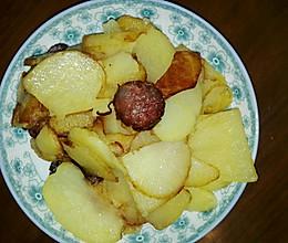 香肠炒土豆~黑暗系的做法
