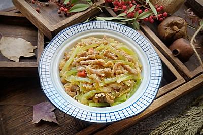 酸菜莴苣小炒肉酸鲜可口,有食欲