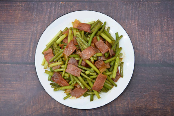 蒜苔炒腊肉的做法