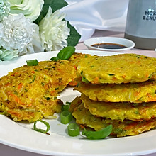 #十分钟开学元气早餐#土豆胡萝卜角瓜鸡蛋饼