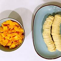 芒果牛奶煎餅的做法图解2
