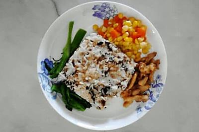 鱼蓉紫菜饭配玉米红萝卜鸡丁