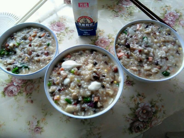 酸奶什锦粥(废物利用)的做法