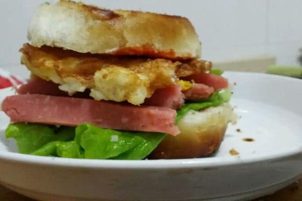 超级简单的早餐之妈式汉堡的做法