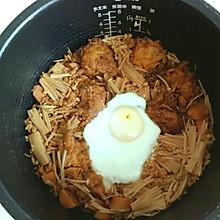 金针菇素丸子火腿闷饭