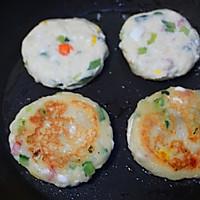 外酥里嫩的鲜蔬土豆饼,简单快手的营养早餐,可做小吃可做主食的做法图解6