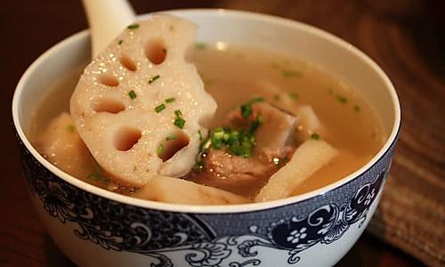 排骨莲藕鲜汤的做法