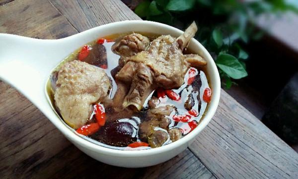 金蝉花煲鸭汤的做法