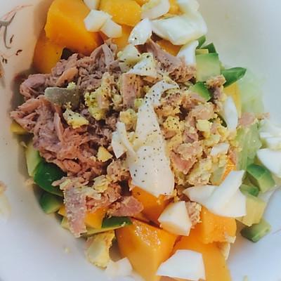 【希腊酸奶酱】牛油果金枪鱼芒果沙拉